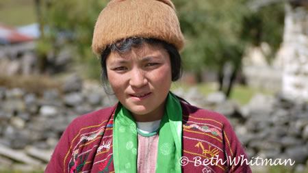 Bhutan_Trek4_YoungWoman