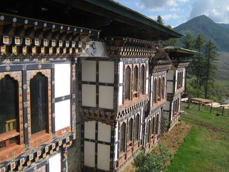 Dewachan Hotel exterior