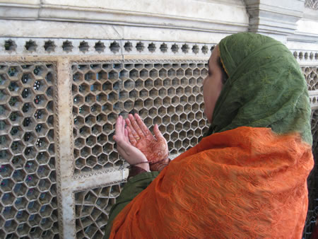 Woman at mosque in Delhi