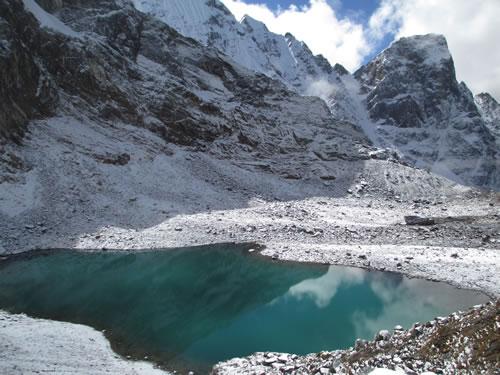 Turqouise Lake Snowman Trek